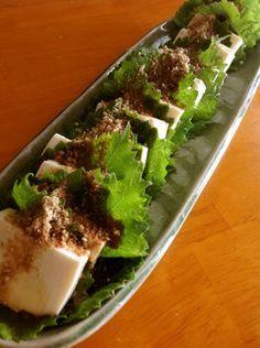 ごまの風味が効いた、シンプルな豆腐サラダです。どんなお料理にも合います。