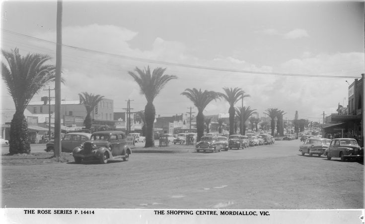 Early view of the Main Street at Mordialloc