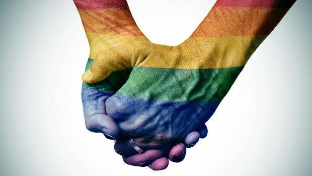Beritaragam.com - Konten atau karakter yang mewakili kelompok lesbian, gay, biseksual, dan trangender atau LGBT sebenarnya bukan muncul beberapa tahun terakhir saja. Karakter ini sudah muncul dari beberapa dekade lalu.   #Film #Karakter #LGBT #positif