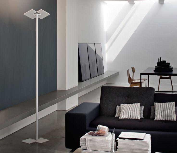 Puzzle Twist LT/LT1 LED Stehleuchte von Studio Italia Design   Stehleuchte aus Metall in RAL 9016 weiß matt. Dimmbar.   Die Leuchtkörper der Puzzle Twist lassen sich im Gegensatz zur einfachen Puzzle Version von Studio Italia Design um...