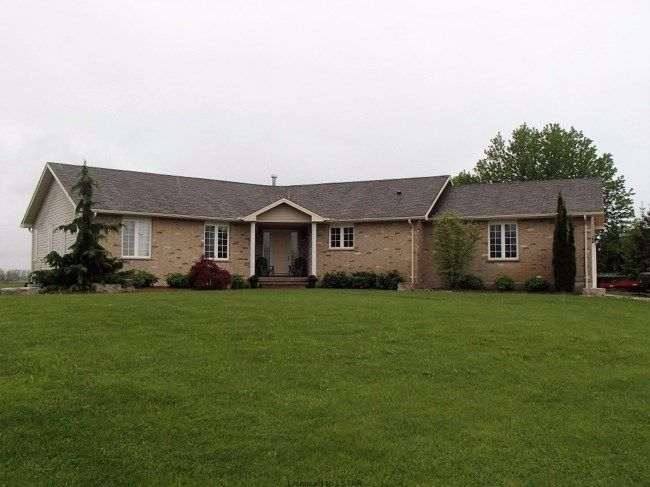 33961 SUNNYRIDGE RD - Lakeview, lake privileges, +-14x25 heated / AC workshop, double lot and concrete circular laneway all add to the overall appeal and value of this sprawling custom year round home or cottage. Skylights and tons of windows flood the interior with natural light. The living/dining areas feature a gas f/p and vaulted ceilings. A large kitchen with ample cupboards, centre island and separate eating area are great for entertaining. The lower level has a beautiful 3 pc bathroom…