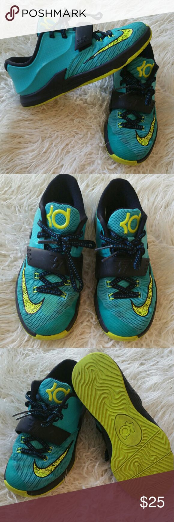 Kd sneakers (kids) Good conditions  size 1y Nike Shoes Sneakers