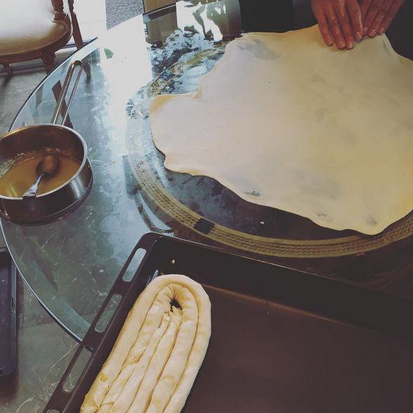 Bayram gezmeleri icin patatesli el acmasi bosnak boreklerimiz #bosnakboregi #patates #beffgourmet #elacmasi
