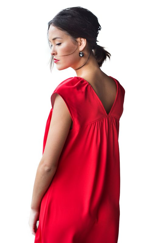 D'une soirée concert à une réunion de famille, Alouette porte cette robe en toutes circonstances. Ce modèle lâche est ultra confortable et pour couronner le tout : il ne vous prendra qu'une petite journée de travail ! On s'y met ?