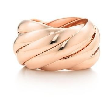 Calife Ring by Paloma Picasso for Tiffany & Co: Love this slide-y ring made of 18K rose gold. tinyurl.com/...  #Ring #Paloma_Picasso #Tiffany_&_Co
