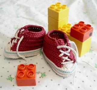 Zapatillas para bebé: Zapatilla Para, Baby, Zapatilla Conver, Crochet Free Patterns, Una Seta, Crochet Patterns, Baby Conver, Baby Shoes, Bajo Una