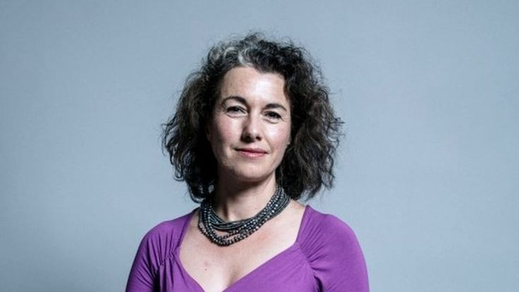 Sarah Champion quits Labour front bench over rape article - BBC News