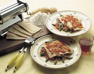 Stracci al farro gratinati con punte d'asparagi e filettini di pomodoro