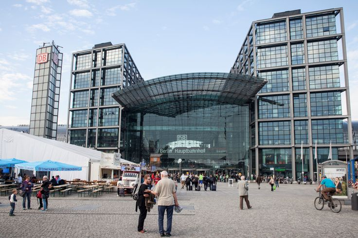 """Yellow Tour - Stop no.14: Central Station or """"Hauptbahnhof"""". Find great things to do in Central Station and nearby places. Tourist information on Berlin's main railway station."""