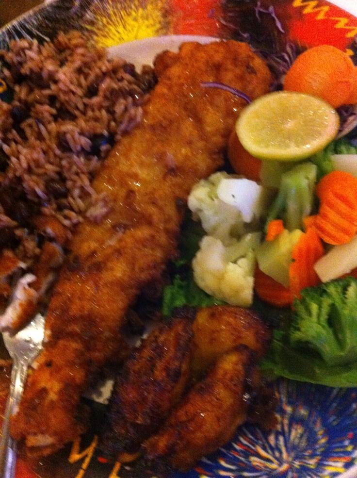 Comida nicaraguense pescado empanizado
