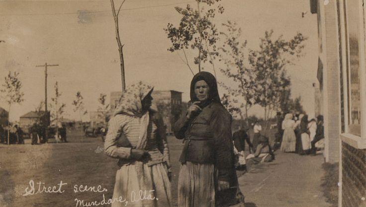 File:Street scene, Mundare, Alberta (HS85-10-23667)-cr.jpg