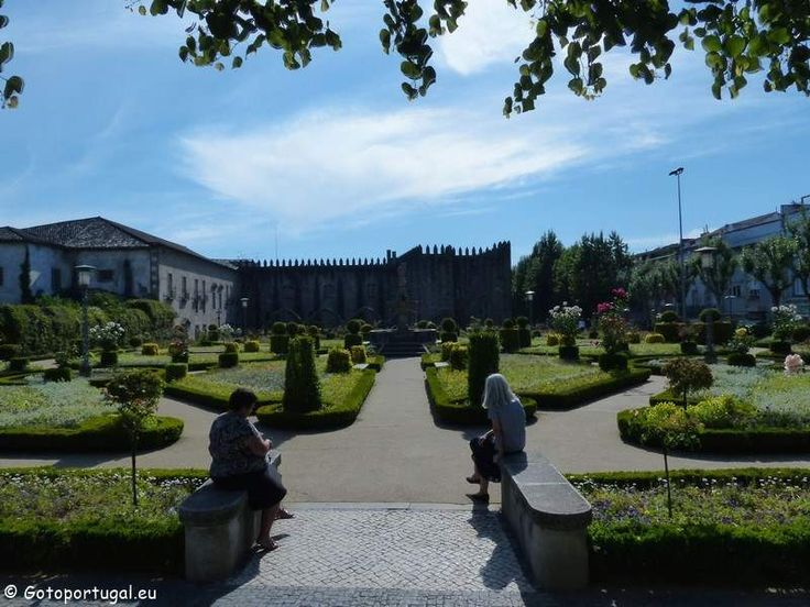 Visit the beautiful Santa Bárbara Garden, in a Braga, and take some minutes to relax.