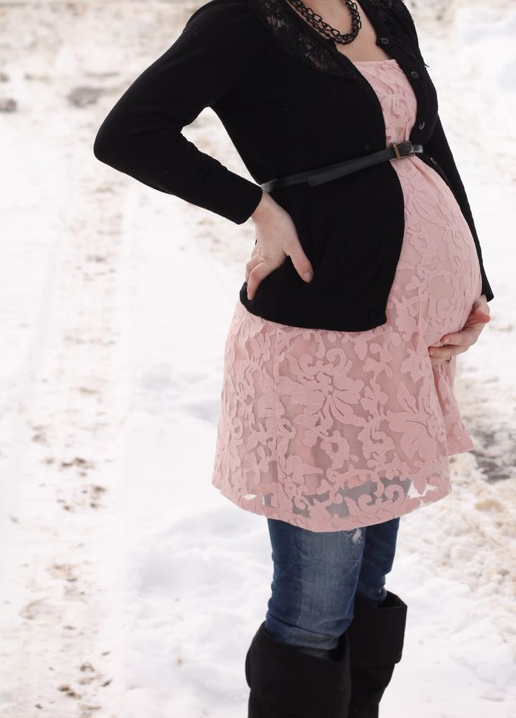 Winter pregnancy outfit, cute pregnancy outfits, pregnancy style, maternity style, how to dress for a winter pregnancy. Ilaysmiling.blogspot.com