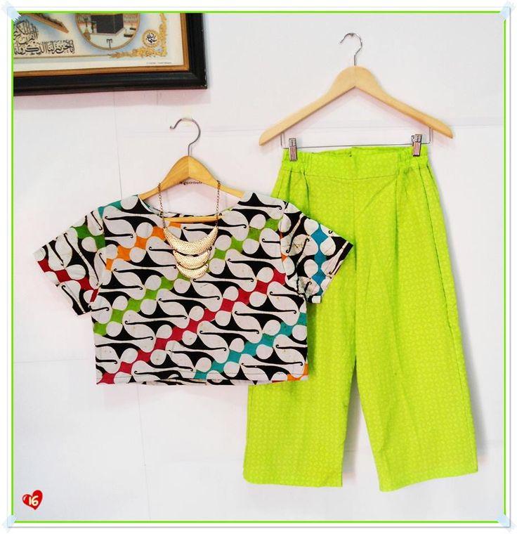 ✿ Setelan Cullote Pants Emboss ✿ Kode : A 16 Bahan : Katun Primissima proses batik cap tolet remekan kombinasi batik emboss Ukuran : SIZE XL BLOUSE CROP > - Lingkar Dada : 102cm - Panjang : 42cm - Panjang Lengan : 18cm CULLOTE > - Lingkar Pinggang : Fleksible to 90cm (Karet Pinggang kanan-kiri) - Panjang : 79cm Harga : 310rb / set  Detail Product > - Tidak dapat dibeli terpisah (Harus satu set) - Blouse Crop dan Cullote pants ada resleting belakang - FULL LAPISAN FURING ► STOK 1 PCS heart…