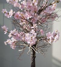 Bloesemboom. Bloesembomen huren voor bedrijven, bruiloften en evenementen. De bloesemboom is gemaakt van zijden bloemen. Los te koop via www.bloemstukservice.nl/webshop/zijdenbloemen/bloesemtakken
