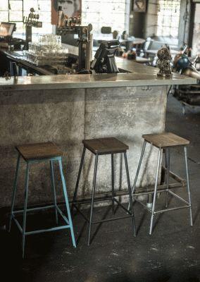 Barstol med sits av återvunnet trä