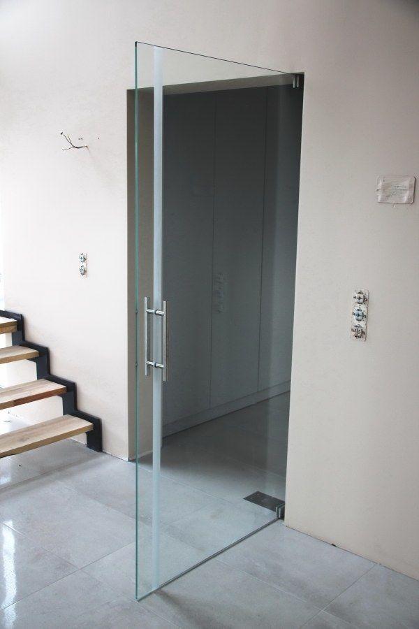 Szklane przeźroczyste drzwi - trzeba uważać ;)