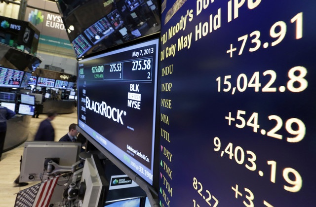Dow Climbs Above 15,000 on Stimulus Optimism, Earnings  www.netkaup.is
