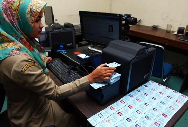 Disdukcapil Paser Hentikan Pencetakan e-KTP - www.netralnews.com