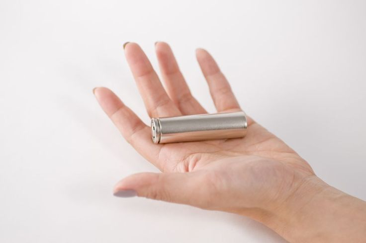 米Tesla Mortors社が現行の高級EV「Model S」に搭載する18650と呼ばれる円筒型のリチウムイオン電池                                                                                                                                                                                 もっと見る
