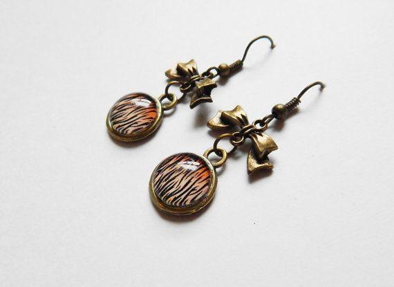 Boucles d'oreilles à zébrures orangées avec par NotInDiamond, $10.00