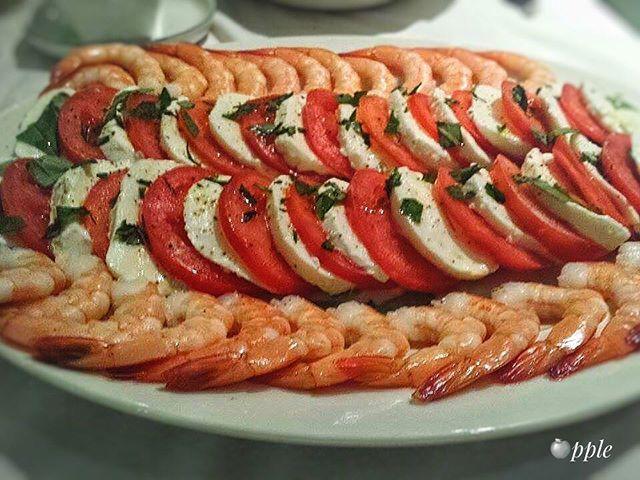 Buttered prawns with tomato and mozzarella topped with fresh basil 😋😋😋• • • • #starter  #prawns #tomato #mozzarella #basil #nomnom #delish #foodart #instafood #foodporn #foodstagram #like4like #followme #followforfollow #cheflife -  #🍎pple  Yummery - best recipes. Follow Us! #foodporn
