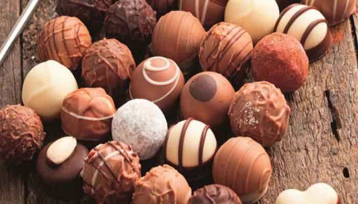 Como Fazer Trufas Para Vender  As trufas são uma das coisas que as pessoas mais procuram quando começam a vender doces. Independente de ser a tradicional, recheada com cerejas, morangos, maracujá, ou ainda prestígio, as trufas são o carro chefe de quem quer trabalhar com chocolates.