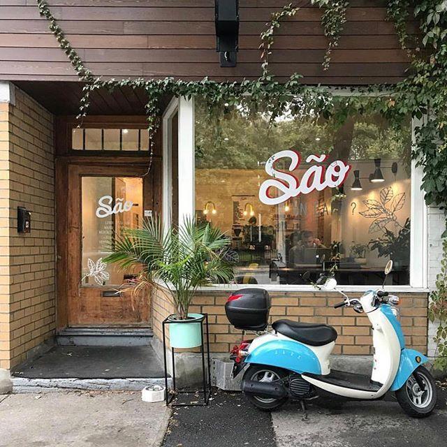 Cute Facade Of Cafe Sao In Montreal In 2020 Cafe Montreal Sao