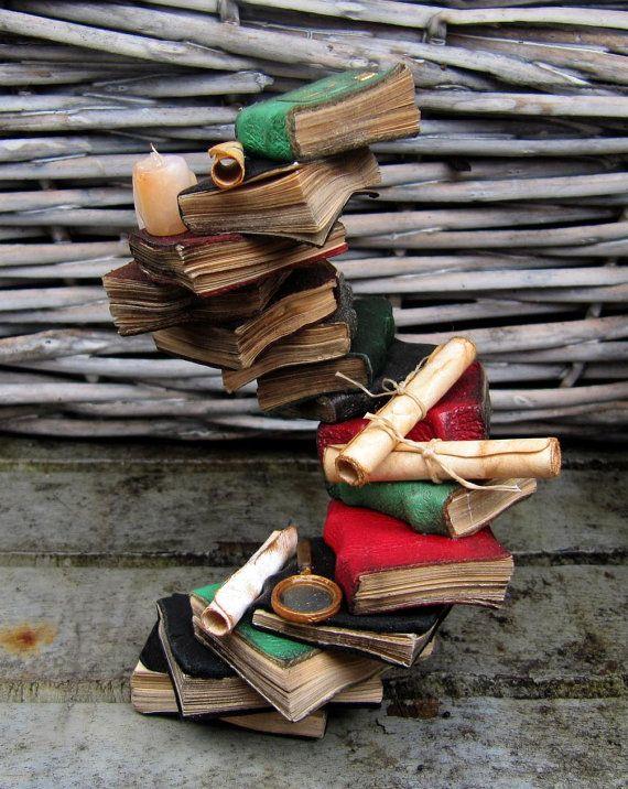 OOAK Миниатюрный 12 масштаб стопка книг