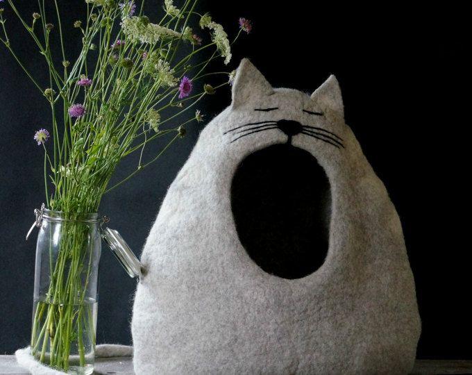 "Cama, casa de gato, gato cueva, Felted la cama del gato - regalo de amante de gato ""Gato soñoliento"", gato, por Indre Naujokiene del gato"