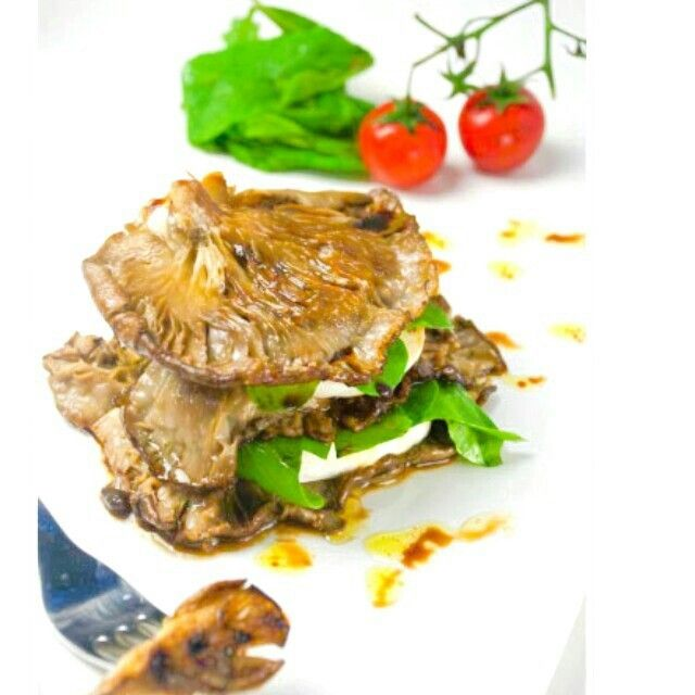 Mantarlı mozzarella sandviç...www.pelinlemutfaksohbeti.com