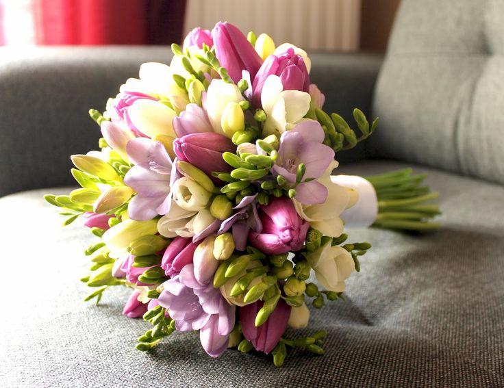 Flora: Frezja w parze z tulipanem - ślubny, marcowy bukiet