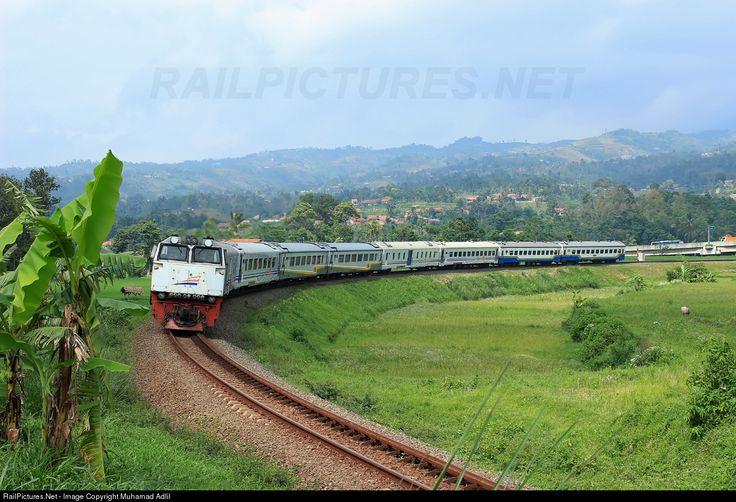 RailPictures.Net Photo: Argo Parahyangan PT. Kereta Api Indonesia (Persero) CC 206 13 20 BD at Padalarang, Indonesia by Muhamad Adlil
