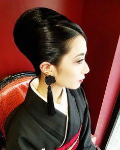 ビューティー @lys_noir 本当に美しくて美しくて 髪の毛セットさせてもらえるのが至福の時間で色々満たされます~❤❤❤ #ジャパニーズビューティー #japanesebeauty #和服 #和服美人 #美人 #beautyful #夜会巻き #夜会 #和装ヘアアレンジ #hairmakeup #hairstyling #hair #hairstyle #hairstyling #アップヘア #classichair #セット #ヘアメイク #ヘアセット #ヘア #ヘアアレンジ #ヘアスタイル #着物 #着物ヘア #和髪 #和風 #髪型 #アレンジヘア #ヘアースタイル #アップスタイル #屋宜美奈子美容室