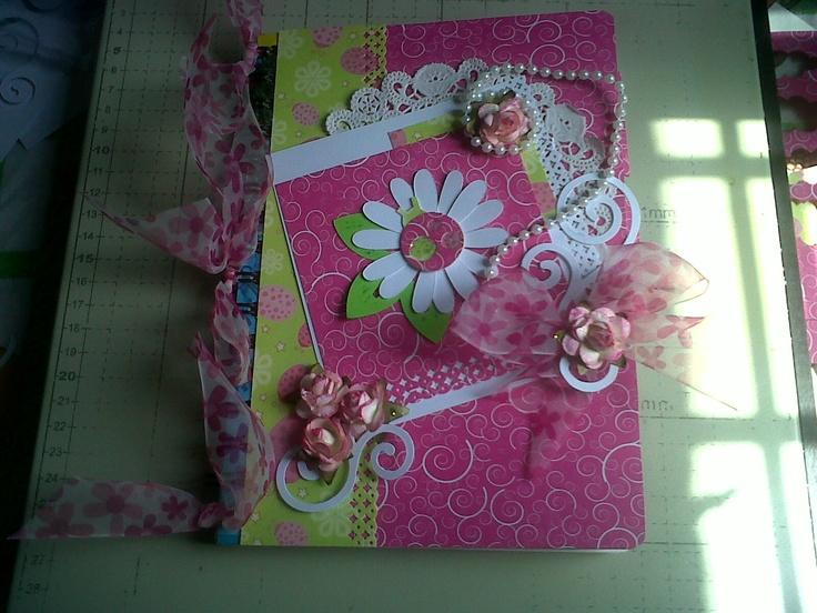 Cuaderno decorado,con varios elementos | ALTERADOS | Pinterest