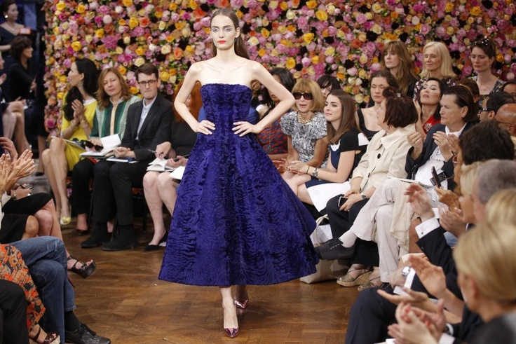 Raf Simons Pitch-Perfect Debut at Dior    http://www.ifashiontimes.com/articles/2009/20120703/raf-simons-nails-dior.htm
