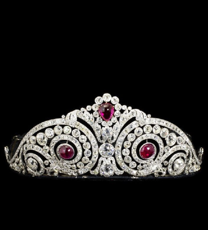 Cartier, Henri Lavabre - A Belle Epoque platinum, gold, diamond and synthetic ruby tiara, Paris, circa 1913. Set with brilliant- and rose-cut diamonds in platinum, and cabochon-cut synthetic rubies in gold. #Cartier #Lavabre #BelleÉpoque