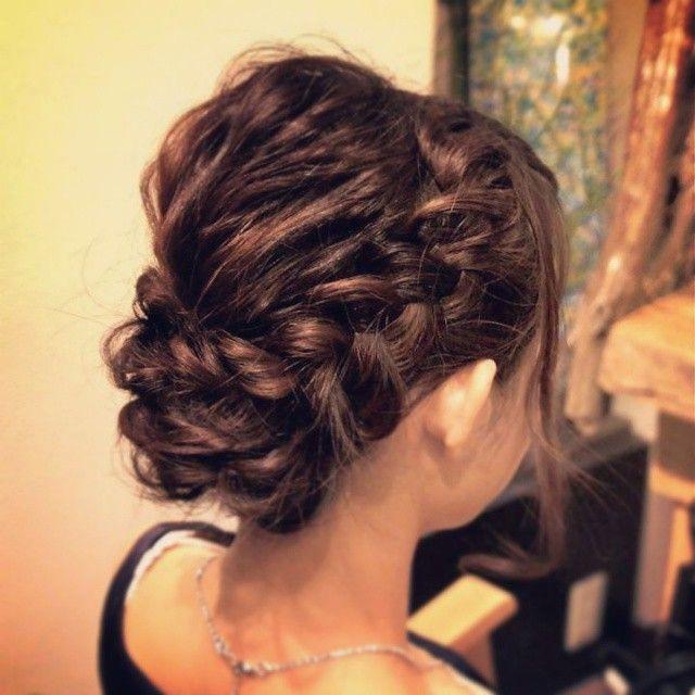 """「結婚式はコレ♡髪型は """"編み込み"""" で主役級の華やかさ♡」に含まれるinstagramの画像"""