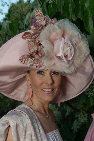 Orticola 2016, fioriscono i cappelli: tutti i look pazzi delle ospiti