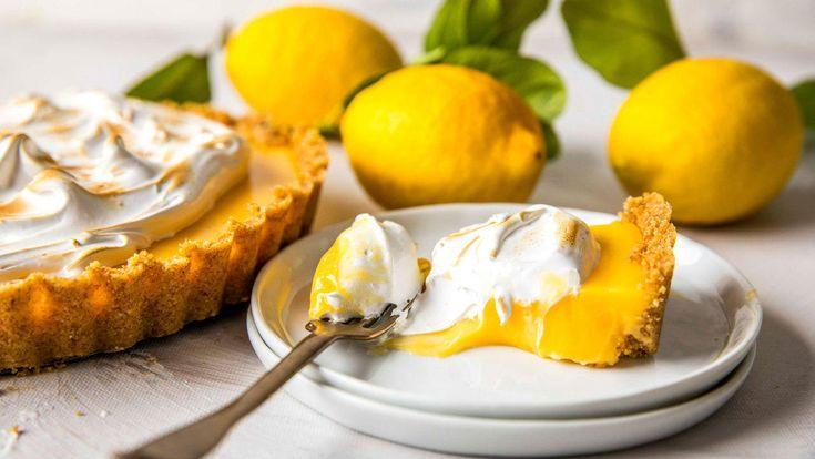 Lemon meringue pie: Sitronpai med kjeksbunn og marengs