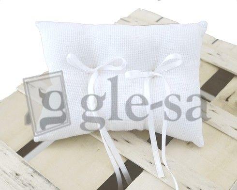 art 15763 cuscino fedi in aida cm.15X20 bianco con due fiocchi - Realizzato a mano http://www.glesa.it/vetrine/cuscini-fedi
