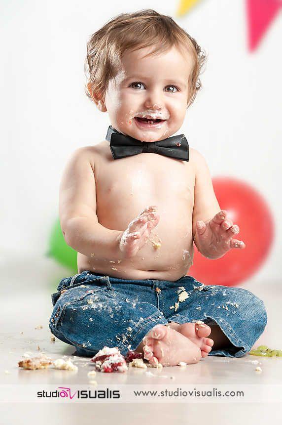 Il sogno di ogni bambino: smash the cake! Fotografie professionali per bambini. #fotografo #compleanno #idearegalo #torta