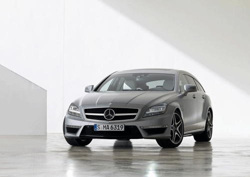 Mercedes offers a complete presentation of the caravan CLS AMG high-performance version, with the name of the CLS 63 AMG Shooting Brake.  This car comes with the familiar 5.5-liter V8 twin-turbo engine with 525 hp and 700nm as standard and a more powerful variant with 557 hp and 800 Nm. Both models are coupled with MCT seven-speed automatic transmi