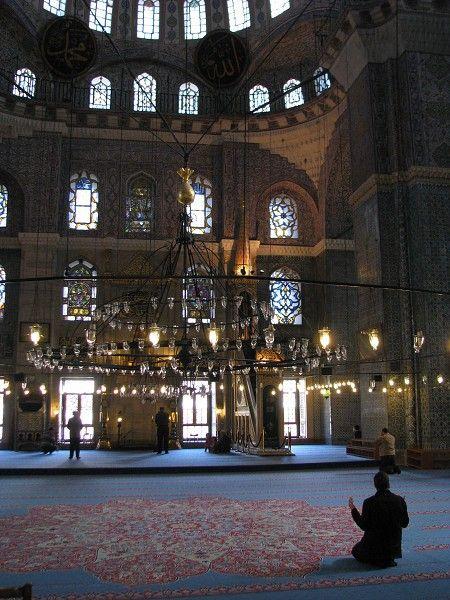 Interiér mešity Yeni Camii