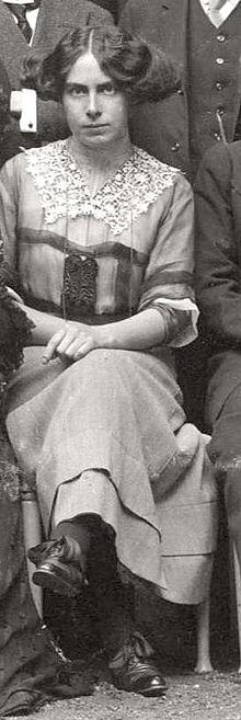 Toni Wolff 1911 sitting.jpg