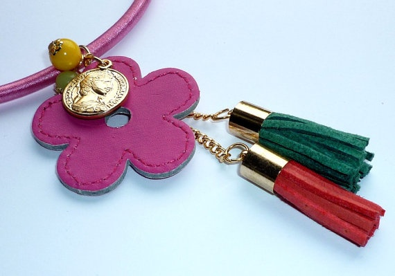 Flowers necklace by wandadesign on Etsy, €30.00