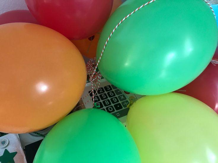 Der Luftballon. Die Luftballons.  Diese bunten Luftballons haben wir zum Geburtstag meines Sohnes aufgeblasen.  #vocab #vokabel #deutsch #german #lernen #learn #onewordaday
