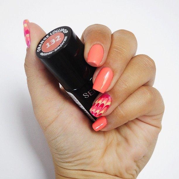 Hello summer! #nails #hybrid #uv #light #hard #semilac #ilovesemilac #diamondcosmetics #orangelollipop #orange #colour #pattern #squared #manicure #mani #blogger #lacquer #summer #holiday
