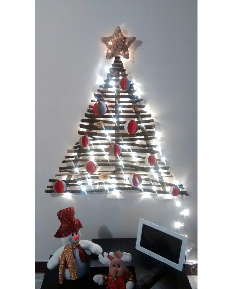 Original arbol de navidad rústico (ramas secas caídas de algun árbol - estrella en fique - bolas de papel) holidays