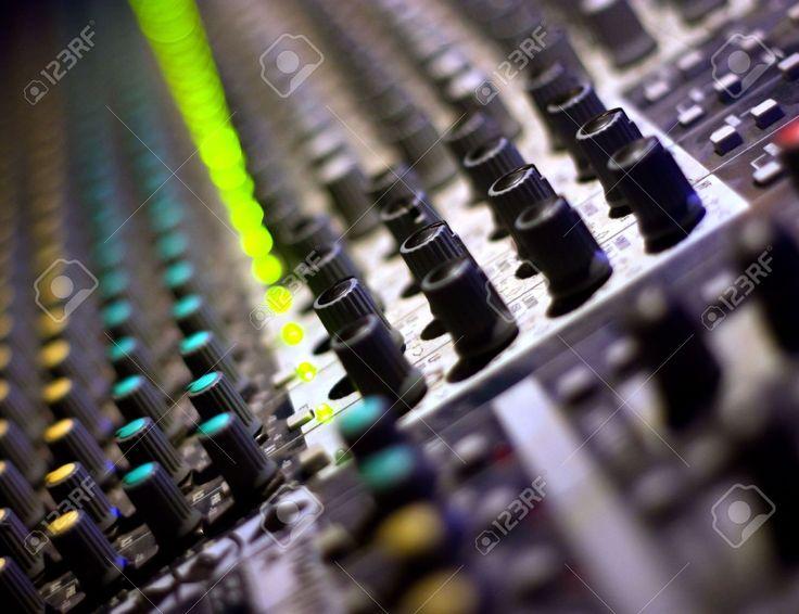 Mixer Audio. Attrezzature Di DJ. Stile Musicale. Foto Royalty Free, Immagini, Immagini E Archivi Fotografici. Image 5080019.
